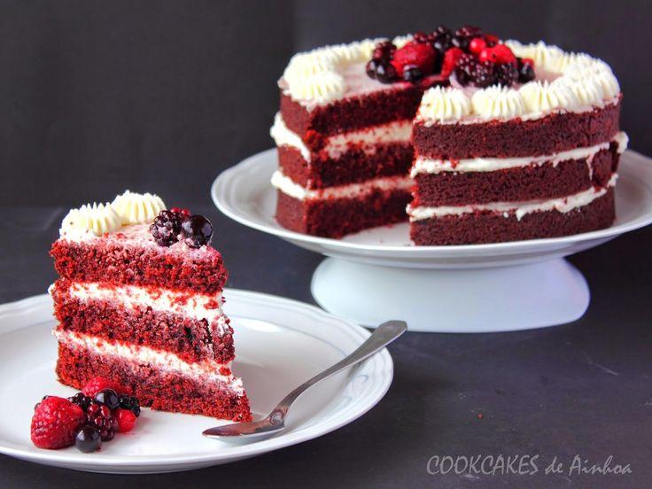 RED VELVET NAKED CAKE Con frutos rojos