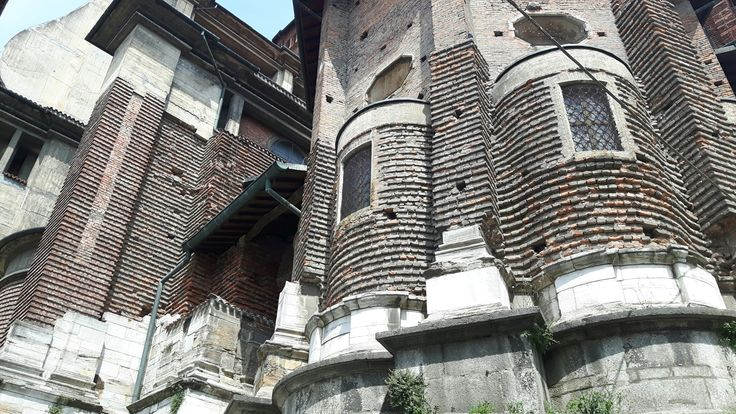 Basamento è parziale rivestimento marmoreo del Duomo di Pavia prima pietra 1488