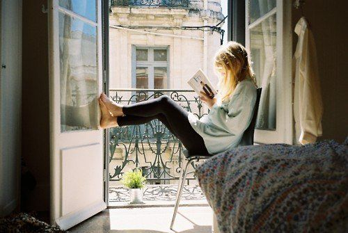 ♡This is sort of what I looked like on our last vaca to PS...except I don't have long blond hair, was reading on my iPad, and don't have clothes like that. Otherwise, ya, pretty much...