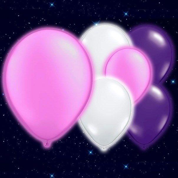 Selvlysende Pink Hvide og Lilla Illoom Balloner - Pakke med 15. Ballonerne lyser i mørke - flotte i træer og buske om aftenen til havebrylluppet eller udendørs-festen! Fås i flere forskellige farver, med og uden motiver. Fundet hos MinTemaFest.dk