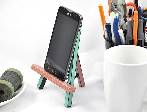 5 Diy Phone Stand You Can Make Easy By Yourself Cuethat Diy Phone Stand Diy Phone Diy Phone Holder
