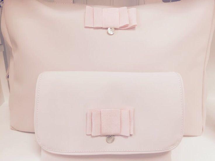 Geweldige nieuwe collectie tassen bij Little Mack!In blauw,roze,camel en wit