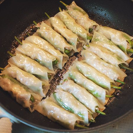Shishito Gyoza - Ground meat, onion seasoning, egg, mixed - stuffed in pea pods, wrapped & cooked. This re ipe is in japanese but looks good.