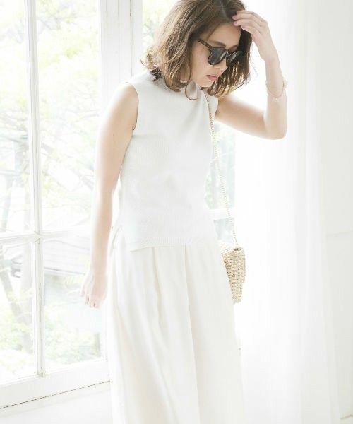 女性らしいオールホワイトコーデ☆ ボトルネックノースリーブを使った春夏ファッションコーデ。