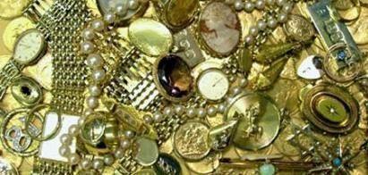Oud Goud Omzetten In Juwelen Of Verkopen - Interessante Feiten - Oud goud uit je schuif of kluis kan geld opbrengen! Je kan het verkopen voor cash om zo een appeltje voor de dorst te hebben. Oud goud laten omsmelten in gouden baren, gouden munten of omzetten naar een juweel.