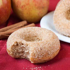 Hallo Leute, ich wünsche euch allen ein frohes neues Jahr! Nach langer Pause gibt es heute endlich mal wieder ein leckeres Rezept für euch: fettarme gebackene Apfel-Zimt-Donuts mit Vollkornmehl. Di…