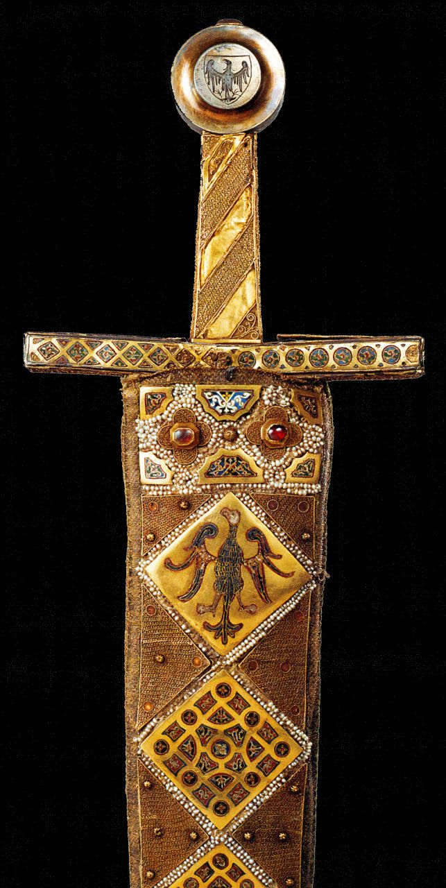Das Zeremonienschwert (ceremonial sword), made in Palermo before 1220. The sword pommel is a later edition, from the 3rd quarter of the 14th Century.