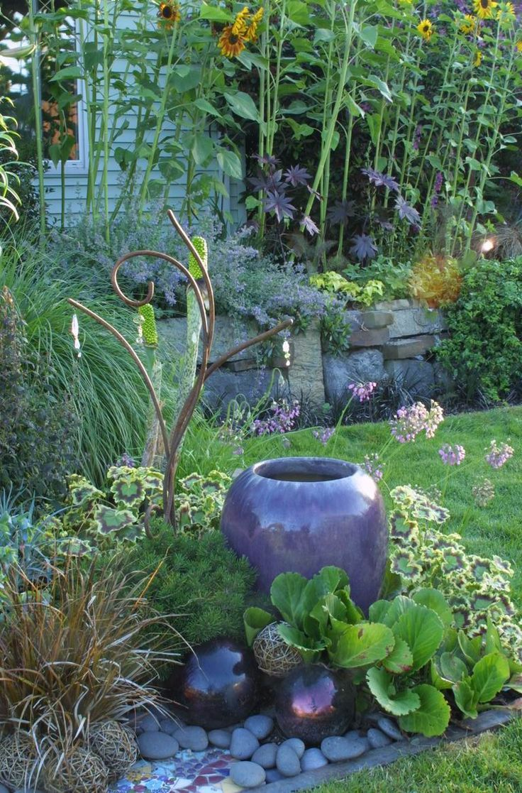 Fabulous use of plant and non-plants, nice combination of shapes & texture. Fountain with Berginia & Pelargonium
