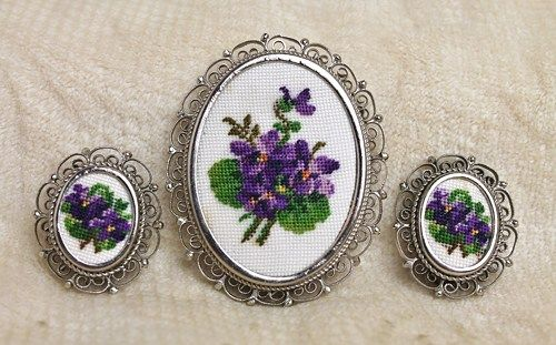 Vintage Petit Point Violet Pansy Cannetille Filigree Brooch Earrings is such a wonderfully sweet and lovely demi.  The petit point flowers are set against a cream white backdrop, different than so man