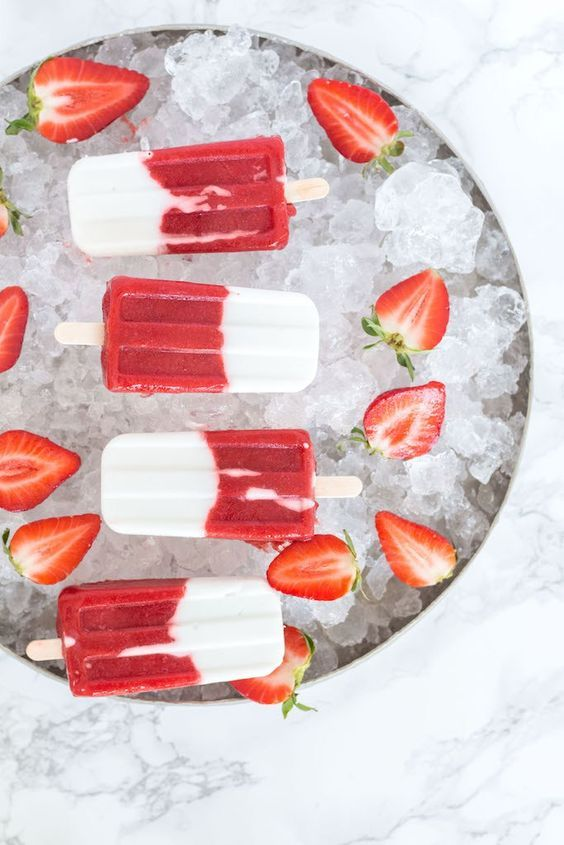 It's gonna be a sunny week in  Germany, and so I prepared some healthy strawberry coconut popsicles, to keep us cool when temperatures reach 30°C tomorrow. Germa