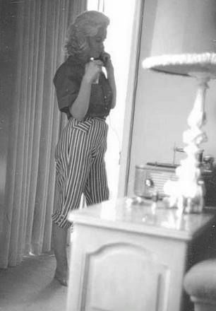 Marilyn at the home of Joseph Schenck. Photo by Milton Greene, 1953.