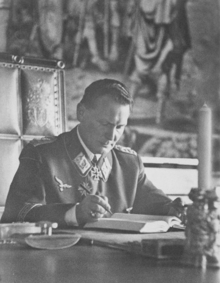 "Reichsmarschall: """" Hermann Wilhelm Göring 12 de janeiro de 1893 - 15 de outubro de 1946 """""