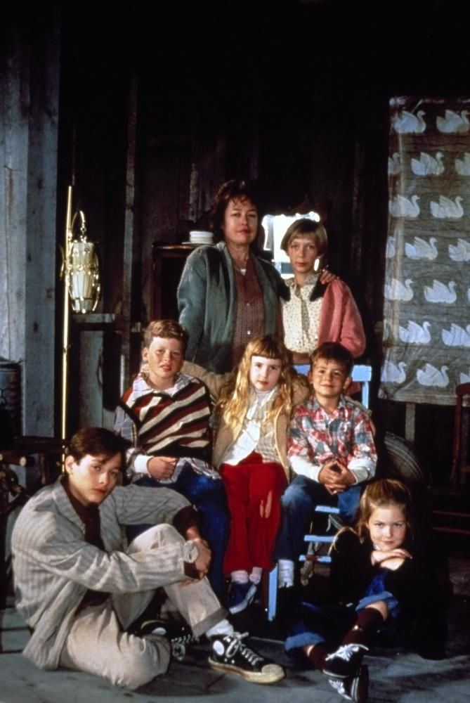 A HOME OF OUR OWN, (front) Edward Furlong, Sarah Schaub, (middle) Miles Feulner, Amy Sakasitz, T.J. Lowther, (back) Kathy Bates, Clarissa Lassig, 1993, (c) Gramercy Pictures