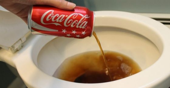 Flippant ! 20 utilisations du quotidien avec du Coca-Cola : preuve que le Coca n'a sa place dans le corps humain