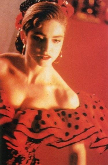 Madonna - La Isla Bonita video. Listen to songs like this at: http://www.mainstreamnetwork.com/listen/player.asp?station=kjul-fm