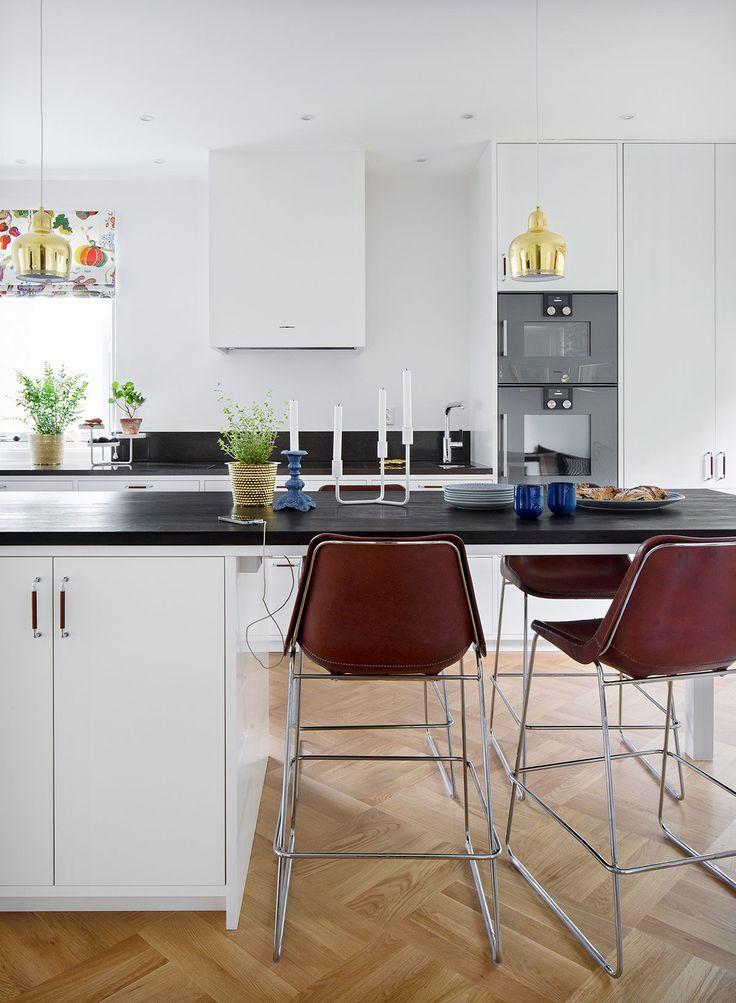 Kjøkkeninspirasjon -  Hvitt, slett kjøkken – Bistro
