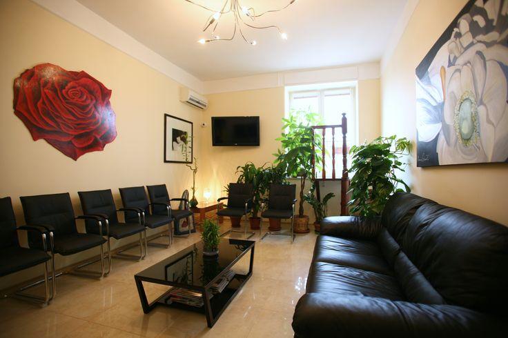Sala d'attesa dello studio Cozzolino a Napoli