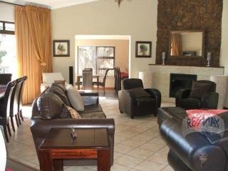 300983439 – 4 Bedrooms 3 Bathrooms 3 Garages Dan Pienaar,Bloemfontein,Free State | RE/MAX First | Properties for sale in Bloemfontein