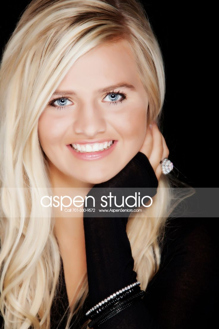 Senior Pictures Brooke ~ Grafton #aspenstudio #pretty #black #bracelet #seniorpics #seniorstudio