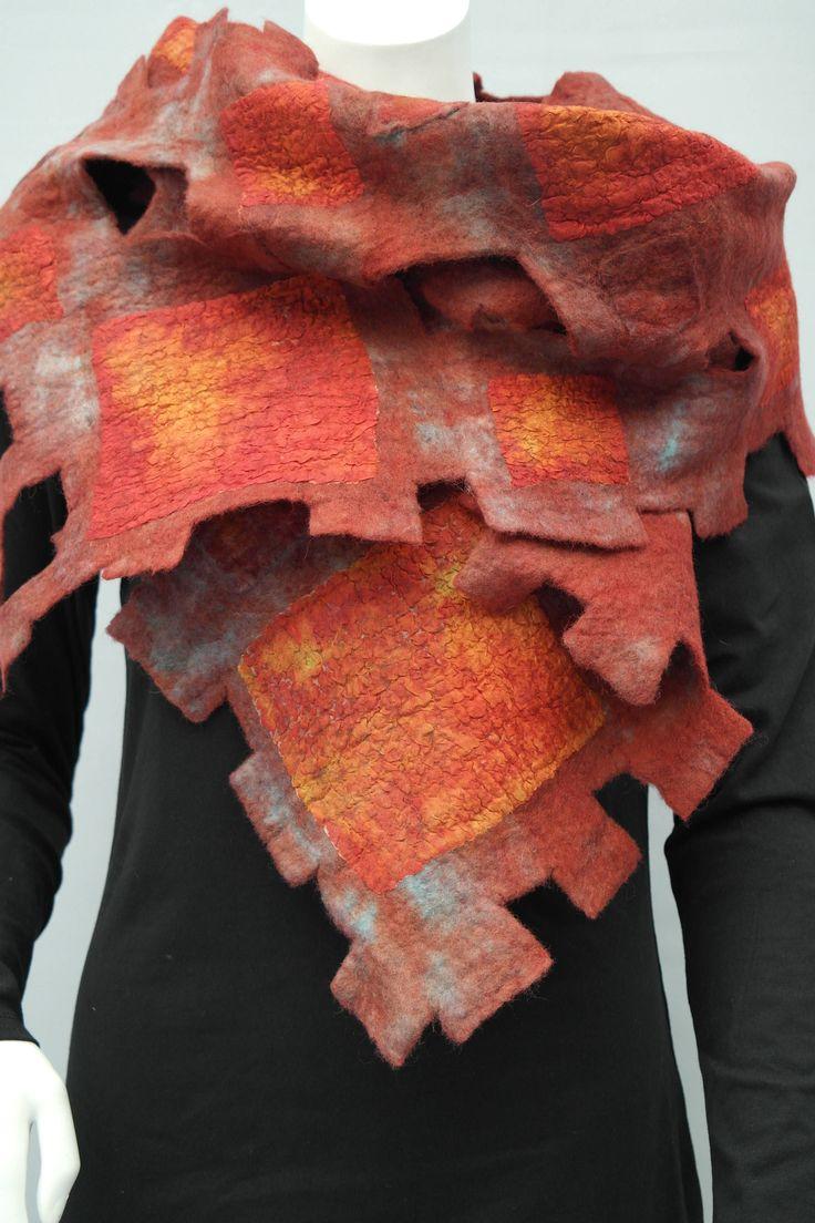 Vilten sjaal, nuno felt. Zijden, vilten, wollen rode shawl voor dames. door KalishoekScarves op Etsy