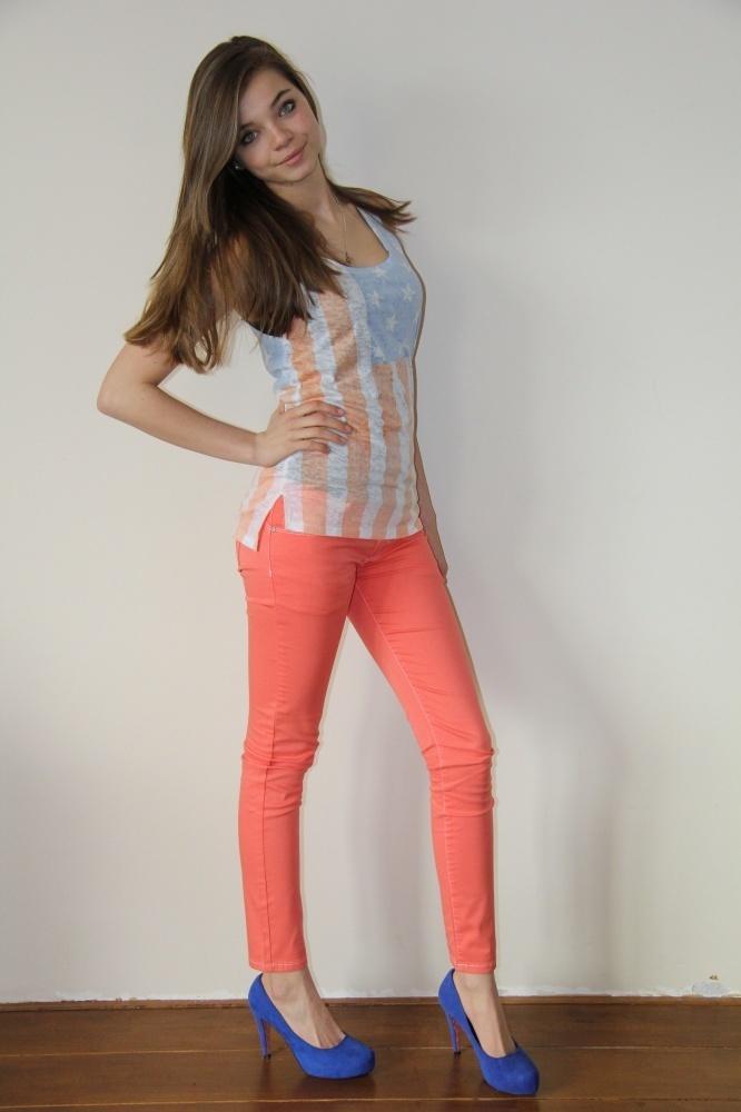 Jacky Luxury jeans in koraal met witte stiksels. | FASHION OBSESSION