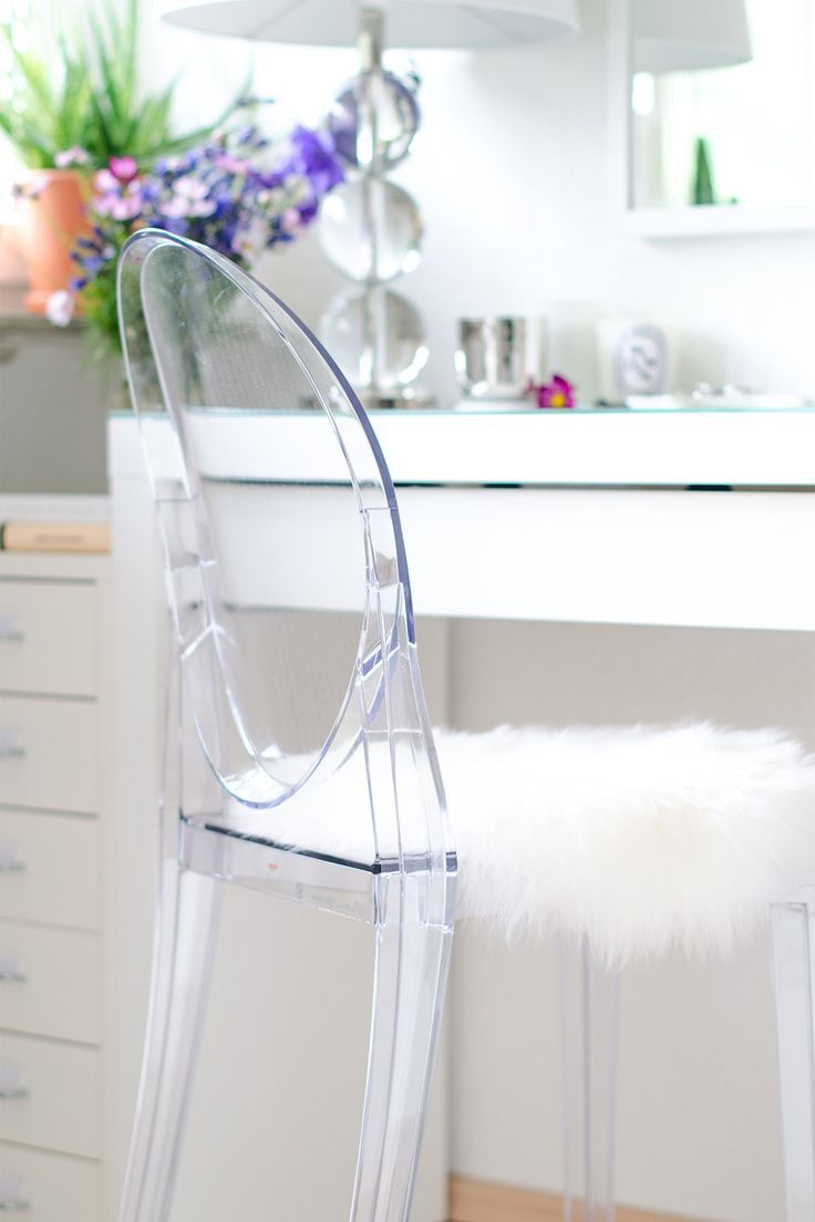 17 Stunning Ghost Chair Inspirations Homelovr Ghost Chairs Ghost Chair Acrylic Chair Vanity