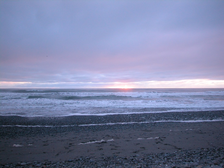 » 	Greymouth beach  The sea near the campervan park in Greymouth, nz