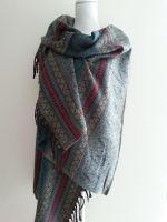 grijze grote sjaal staand