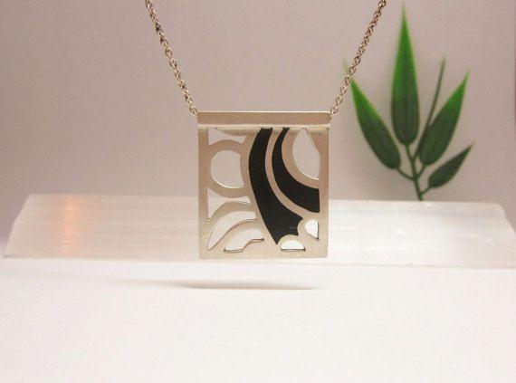 Zilveren hanger met zwart koud-emaille, unicum van Karen Klein edelsmid