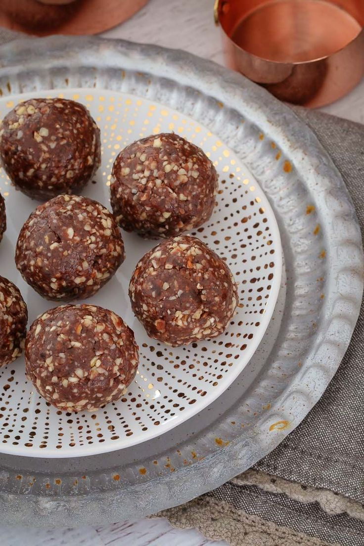 These Raw & Guilt-Free Peanut Butter Brownie Bliss Balls are the perfect healthy treat... even though they taste super naughty! Includes a simple step by step recipe video! #peanut #butter #brownie #bliss #balls #recipe #thermomix #conventional #healthy #easy #best