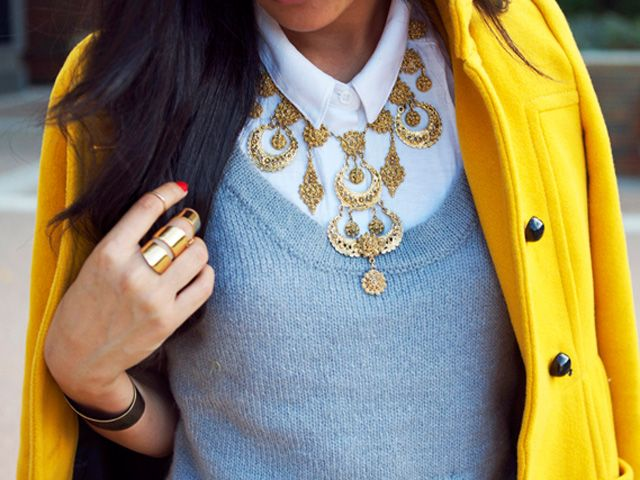 to die for vintage statement necklace. i love when one piece can make an outfit.Preppy Style, Colors Combos, Fashion, Statement Necklaces, Colors Combinations, One Piece, Vintage Necklaces, Coats, Bibs Necklaces
