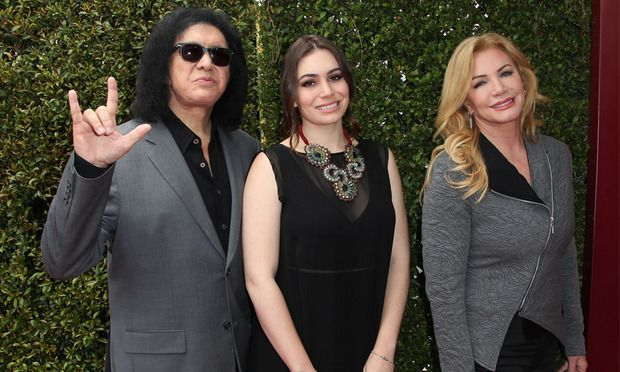 ​Makeup Tutorial: Gene Simmons demonstrates his KISS look on daughter Sophie Tweed Simmons