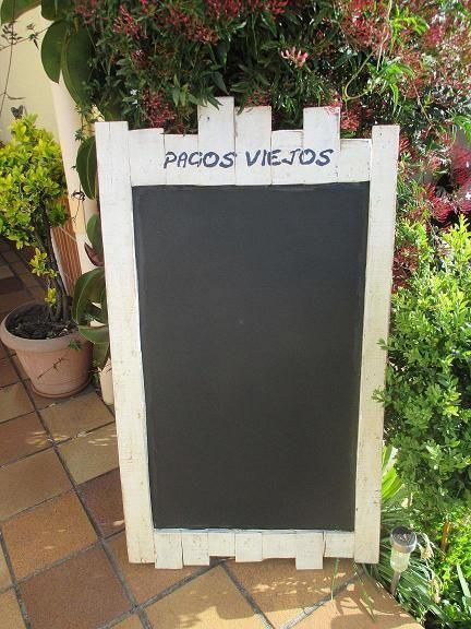 ORIGINAL PIZARRA DE LAMAS DE MADERA   Distinta y muy original lo que hace que reparemos en su mensaje.                                   ...
