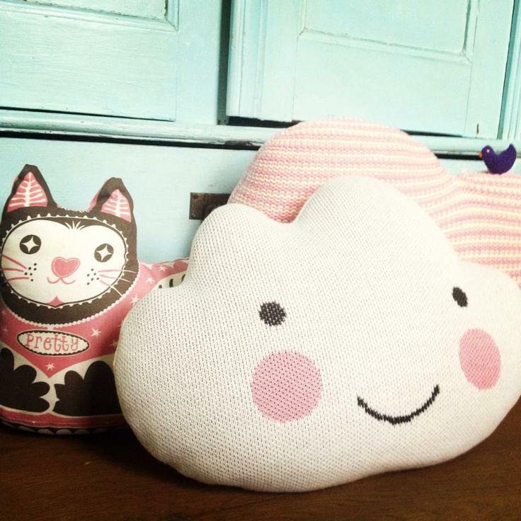 Sweet & happy cloud cushion
