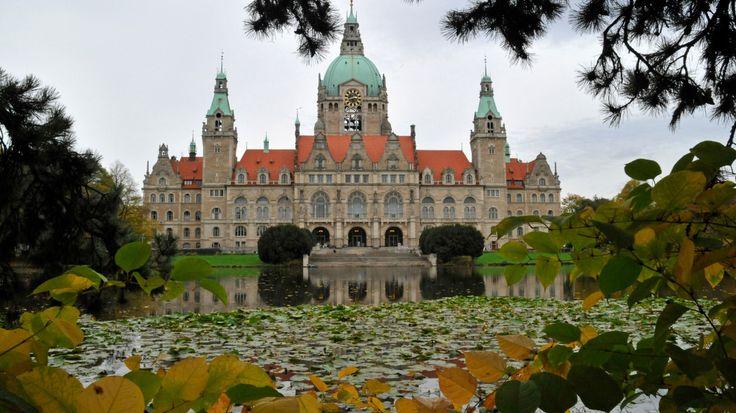 Скачать обои новая ратуша, парк, Ганновер, Германия, пруд, пейзаж, раздел город в разрешении 1366x768