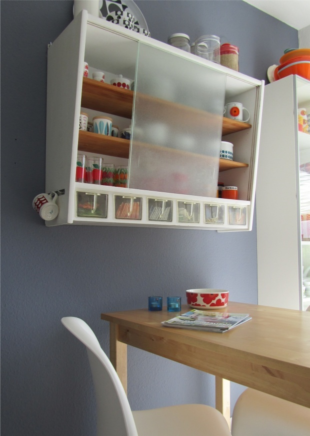Mid Century kitchen shelf/Good to replace the current shelving. LOVE THESE COLORS vintage retro midcentury