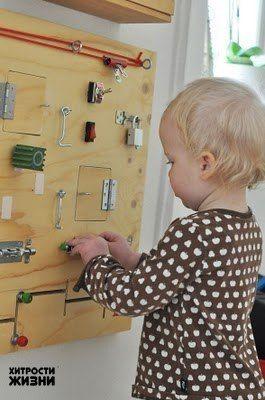 Маленькие дети очень любят открывать и закрывать дверки, шкафчики, дергать за ручки и щелкать выключателями / Удивительное искусство