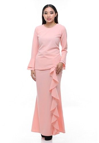 Suraiya Modern Kurung from Secretcode in Pink and Orange Simplicity is the ultimate sophistication. Suraiya Kurung is the minimalist but never tolerate with the outstanding effect by its ruffle skirt and double bell sleeves. The cutting and fabrics is the most comfortable and allure as its best.  Top: - Po... #bajukurung #bajukurungmoden