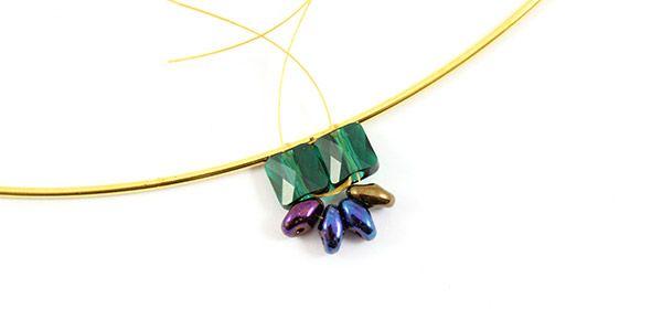 collier émeraude perles mini square Swarovski et Superduo 04