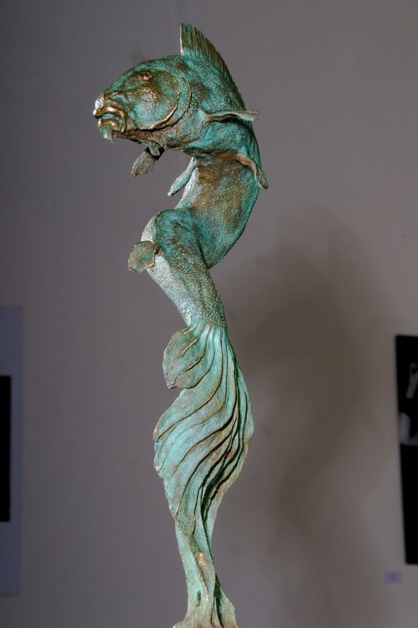 17 best images about fish sculptures on pinterest glazed for Statue carpe koi