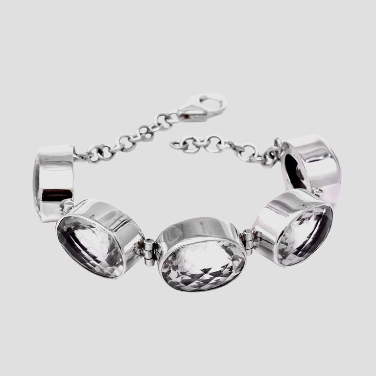 Brăţară din argint lucrată în totalitate manual, în combinaţie cu cuarţ de stâncă.