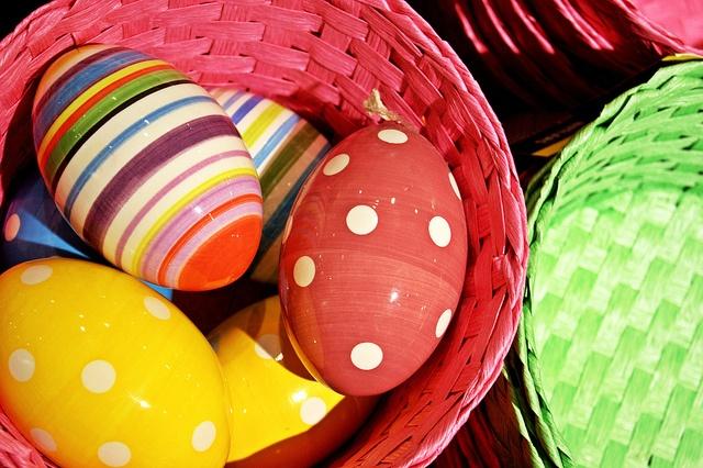 Deko tojások Nest kosarakkal - BUTLERS