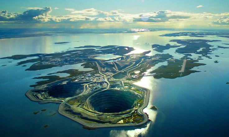 limage-de-la-semaine-contemplez-cette-mine-de-diamants-creusee-au-coeur-dun-lac-au-canada-une