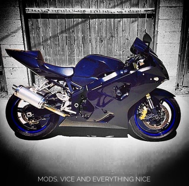 Midnight blue for those nightcrawler runs.  IG: mrbowman  #motorcycle #bikelife #gsxr600
