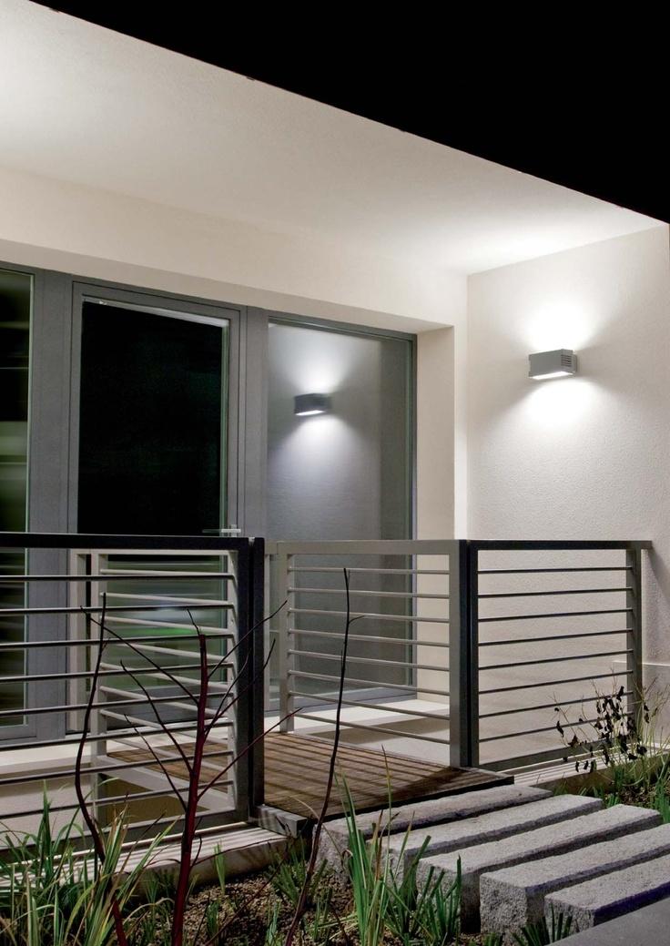 Iluminación técnica para exterior con luz fluorescente, led o halogeno, modelo Duplo.Q pared (Espacio Aretha agente exclusivo para España).