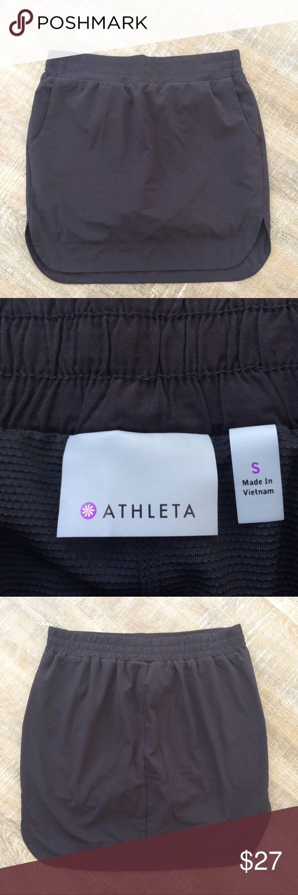 Athleta athletic skirt with mesh lining A year-round athletic staple! Athleta workout skirt with mesh lining. Size Small. Please ask any questions! Offers welcome! Athleta Skirts