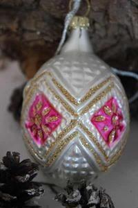 Ornament, hvitt