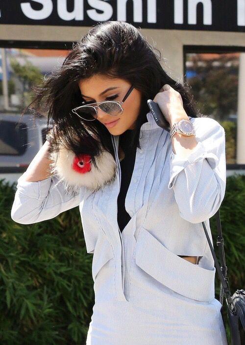 Get #kyliejenner #sunglasses from 5$ and with WORLDWIDE FREE SHIPPING!   1 DAY LEFT    -50% OFF  Shop at WWW.AWESOMEWORLD.CO.UK