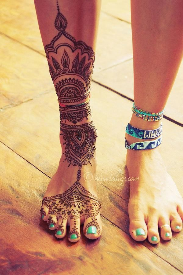 This calf-and-foot henna from Henna Lounge makes us want to do yoga on a sandy, faraway beach. Sigh.