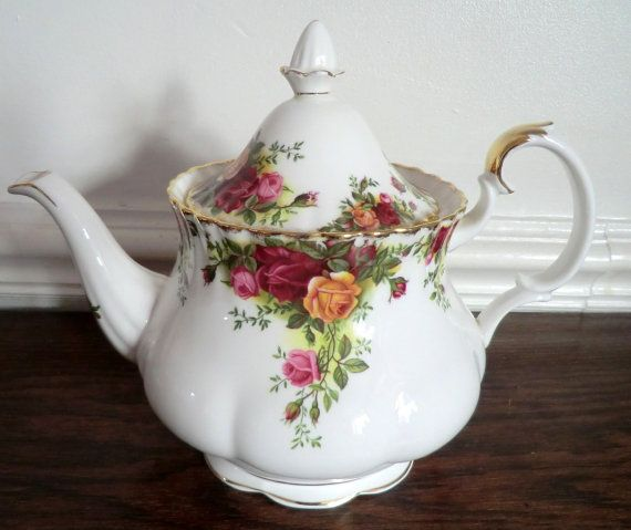Hey, I found this really awesome Etsy listing at https://www.etsy.com/listing/231906642/vintage-royal-albert-old-country-roses